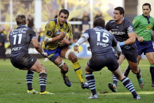 Clermont's Alexandre Lapandry runs with the ball on December 30, 2012 at the stadium Marcel-Michelin