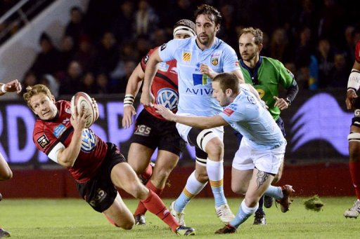 Perpignan's David Mele (R) tries to stop RC Toulon's Jonny Wilkinson (L) on December 30, 2012, at the Mayol stadium