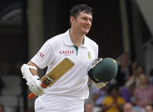 South Africa captain Graeme Smith celebrates his hundred against England at The Oval in London on July 21, 2012