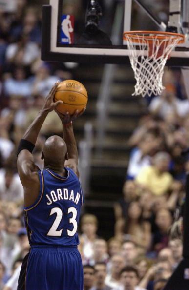 Jordan shoots free throw at career finale