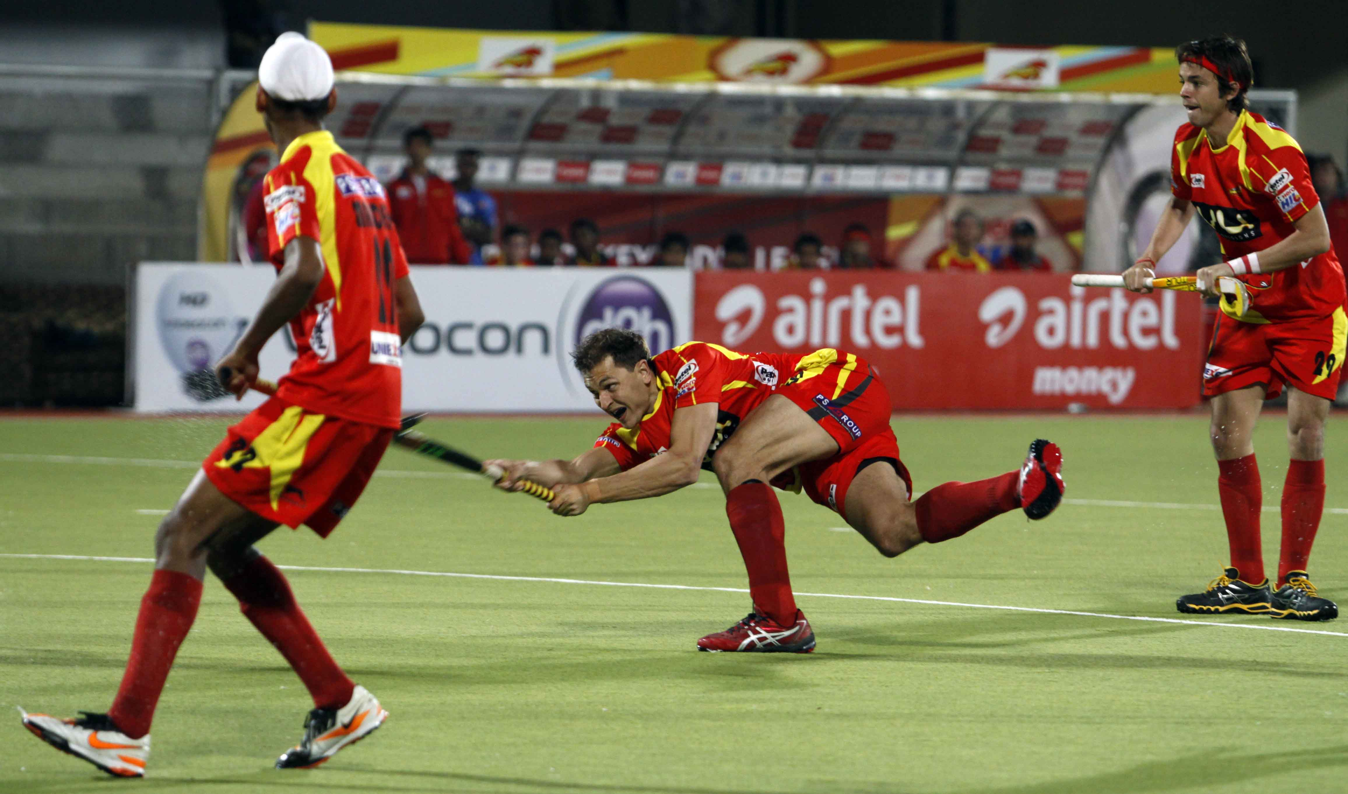Justin Reid Ross scores the first goal for Ranchi Rhinos as they beat Punjab Warriors at Jalandhar 3-2 on 4th Feb 2013 in the Hero Hockey India League at Surjit Singh Hockey Stadium on Monday.