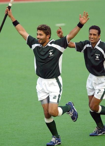 Imran Warsi (L) of Pakistan celebrates h