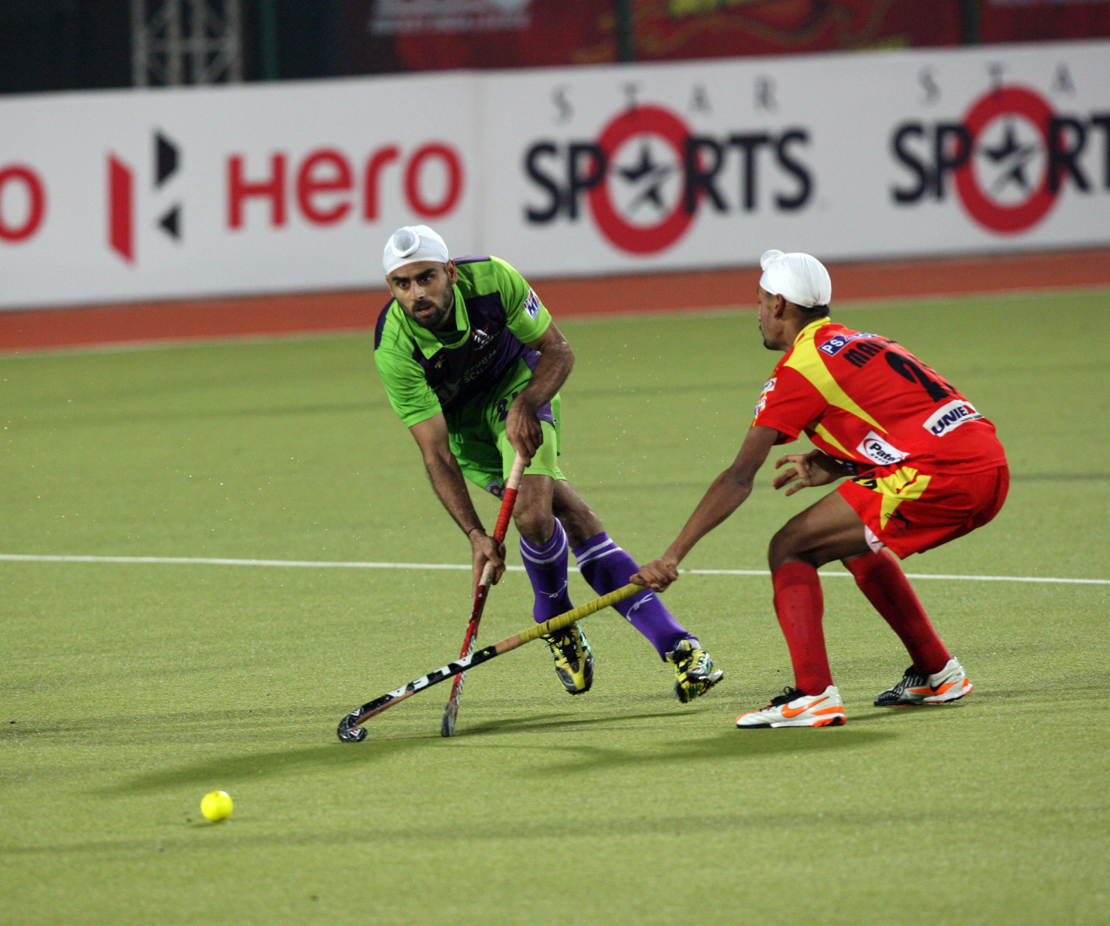 gurvinder chandi in action during 22 match of HHIL2013 at ranchi  (2)
