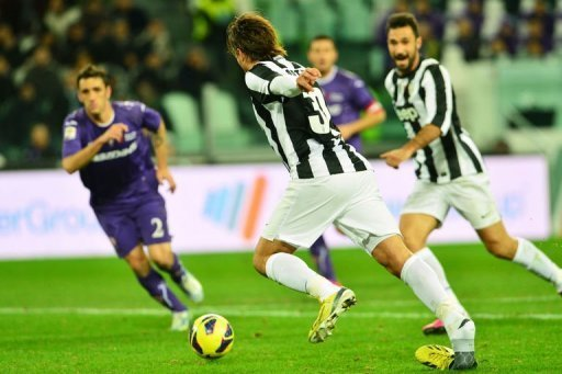 Juventus' forward Alessandro Matri (C) looses his shoe before scoring in Turin on February 9, 2013