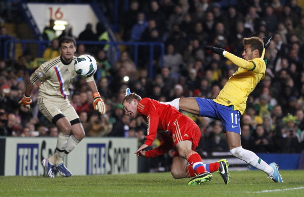 Brazil's striker Neymar (R) vies with Russia's defender Alexander Anyukov (C) during the international friendly football match between Brazil and Russia at Stamford Bridge stadium in London on March 25, 2013