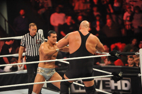 WWE World Heavyweight Champion, Alberto Del Rio takes on The Big Show