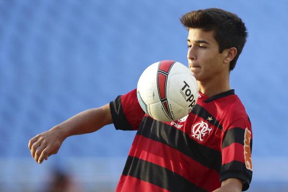 Flamengo v Olaria - Campeonato Carioca 2012