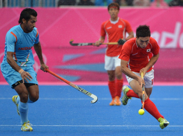 Dharamvir Singh (L) of India vies for th