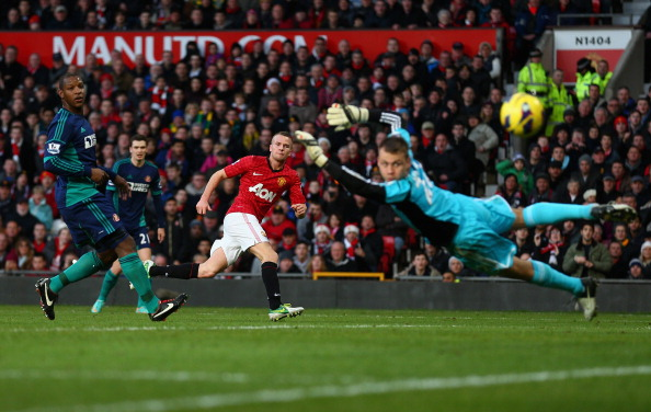 DECEMBER 15:  Tom Cleverley of Manchester United scores during the Barclays Premier League match between Manchester United and Sunderland at Old Trafford on December 15, 2012 in Manchester, England.  (Photo by Clive Mason/Getty Images)