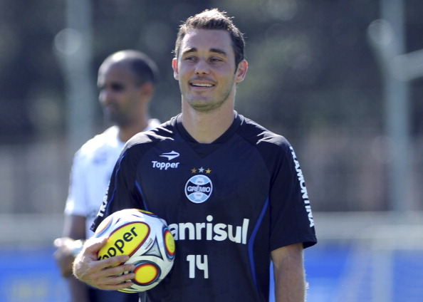 Fábio Aurélio during a training session of Gremio at Olimpico stadium on January 04, 2013 in Porto Alegre, Brazil. Gremio will face LDU from Quito in Ecuador on January 23. (Photo by Edu Andrade/LatinContent/Getty Images)
