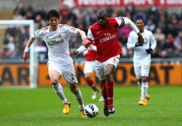 Abou Diaby of Arsenal battles with Ki Sung-Yueng of Swansea City during the Barclays Premier League match between Swansea City and Arsenal at Liberty Stadium on March 16, 2013 in Swansea, Wales.  (Photo by Jan Kruger/Getty Images)