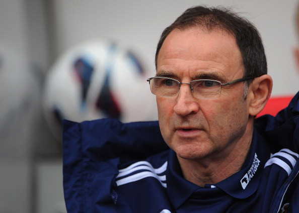 Sunderland manager Martin O'Neill loooks on before the Barclays Premier League match between Sunderland and Norwich City at the Stadium of Light on March 17, 2013 in Sunderland, England.  (Photo by Michael Regan/Getty Images)