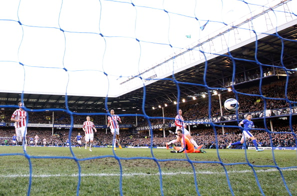 Kevin Mirallas of Everton steers the ball past Asmir Begovic, Goalkeeper of Stoke City for his goal during the Barclays Premier League match between Everton and Stoke City at Goodison Park on March 30, 2013 in Liverpool, England.  (Photo by Jan Kruger/Getty Images)