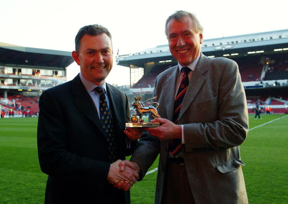 Sky TV Commentator Martin Tyler receives the award for Premiership Commentator of the Decade from Richard Scudamore before the FA Barclaycard Premiership match between Arsenal and Manchester United held on April 16, 2003 at Highbury in London, England. The match ended in a 2-2 draw. (Photo By Ben Radford/Getty Images)