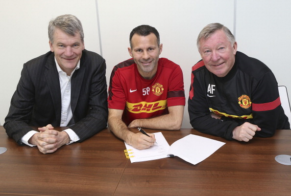 Ryan Giggs Signs New One Year Deal With Manchester United