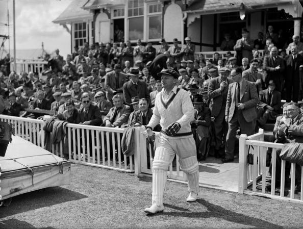 29th April 1948:  Australian cricketer Don Bradman (1908 - 2001) walks out to bat against Worcestershire. Sir Donald Bradman was the first cricketer to be knighted in 1949 for his services to cricket.  (Photo by Maeers/Fox Photos/Getty Images)