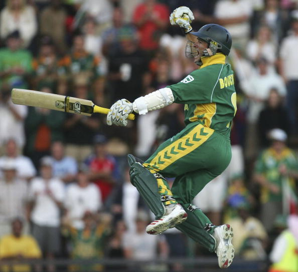 OHANNESBURG, SOUTH AFRICA - MARCH 12:  Mark Boucher of South Africa celebrates the winning runs during the fifth One Day International between South Africa and Australia played at Wanderers Stadium on March 12, 2006 in Johannesburg, South Africa.  (Photo by Hamish Blair/Getty Images)