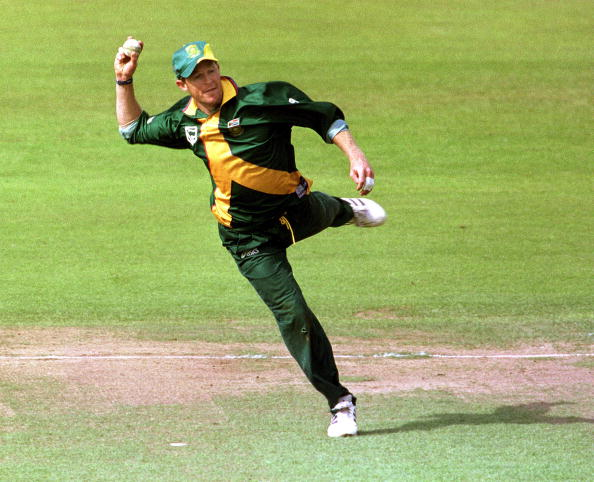 Cricket World Cup 1999 South Africa v New Zealand at Edgbaston 10-6-99 JONTY RHODES / SOUTH AFRICA attempts a run out