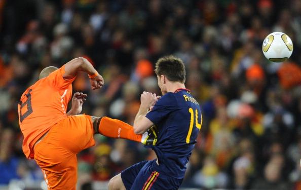 Netherlands' midfielder Nigel de Jong (L