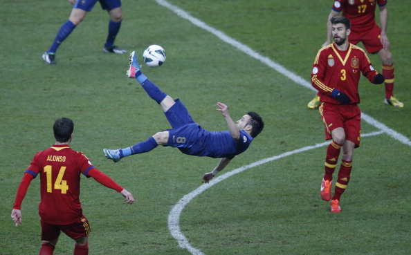 France's forward Mathieu Valbuena (C) kicks the ball acrobatically during the World Cup 2014 qualifying football match France vs Spain on March 26, 2013 at the Stade de France