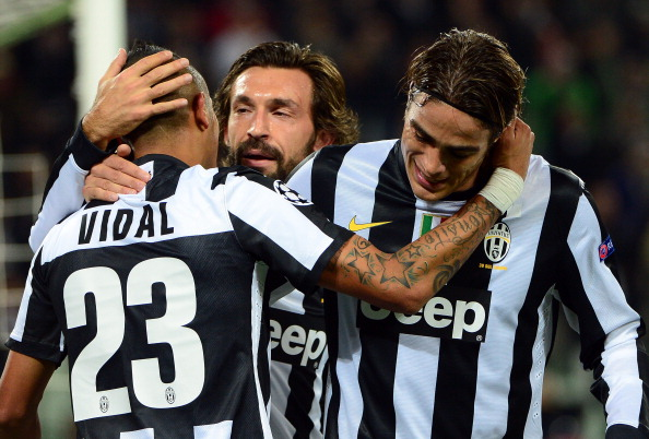 Juventus' midfielder of Chile  Arturo Vidal (L) celebrates after scoring with midfielder Andrea Pirlo (C)