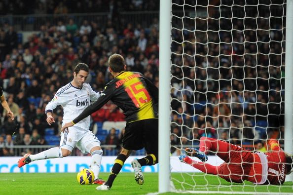 MADRID, SPAIN - NOVEMBER 3: Gonzalo Higuain of Real Madrid CF scores their first goal during the La Liga match between Real Madrid CF and Real Zaragoza at Estadio Santiago Bernabeu