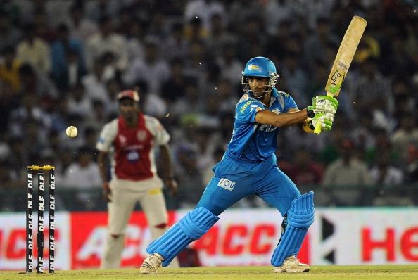 Pune Warriors batsman Mithun Manhas play