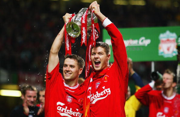 Goalscorers Michael Owen and Steven Gerrard of Liverpool celebrate with the trophy