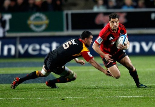 Dan Carter of the Crusaders is being tackled by Liam Messam of the Chiefs, in Hamilton, on July 27, 2012