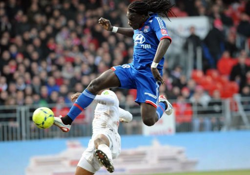 Lyon's Bafetimbi Gomis (R) vies with Brest's Tripy Makonda at the Francis Le Ble stadium on March 3, 2013 in Brest