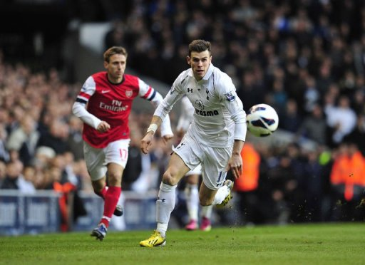 Tottenham Hotspur's Gareth Bale (R) chases the ball at White Hart Lane on March 3, 2013