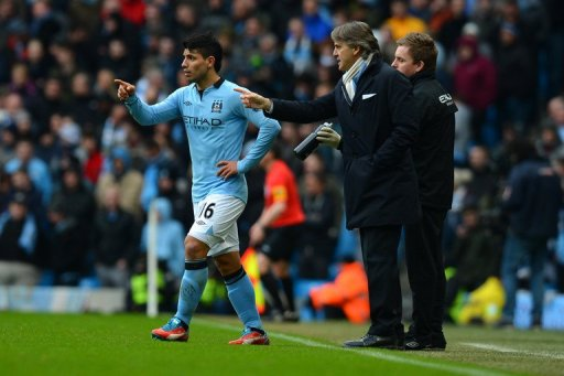 Manchester City's Roberto Mancini (R) talks to Sergio Aguero during their match against Chelsea on February 24, 2013