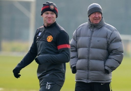 Man United manager Alex Ferguson (R) and Wayne Rooney attend a training session in Manchester on March 4, 2013