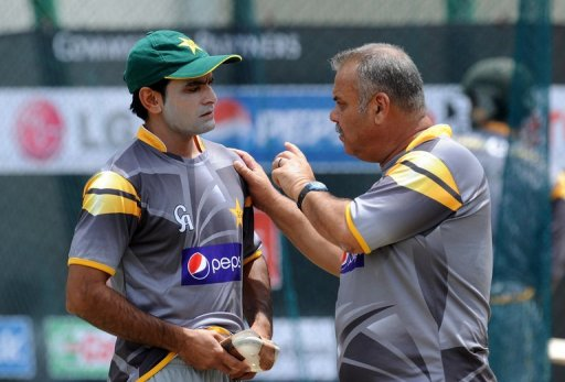 Pakistan's Mohammad Hafeez (left) talks with Dav Whatmore during a training session in Pallekele, on September 24, 2012