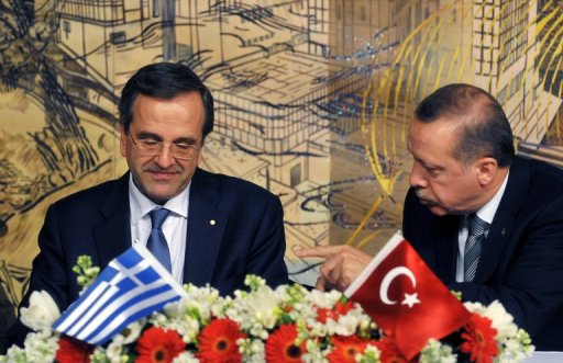 Antonis Samaras (L) and Recep Tayyip Erdogan signs a contract in Istanbul on March 4, 2013