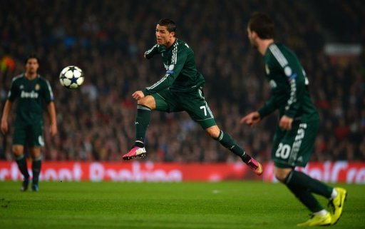 Real Madrid's Cristiano Ronaldo (C) shoots at goal in Manchester on March 5, 2013