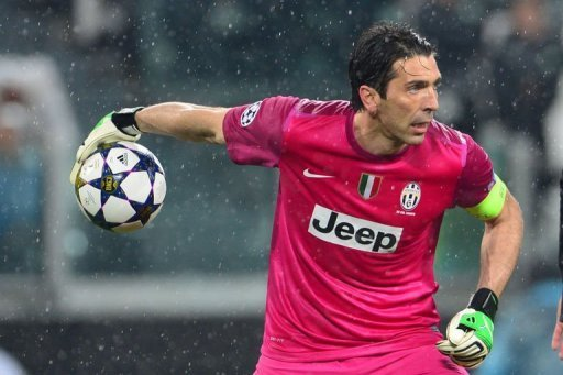 Juventus' goalkeeper Gianluigi Buffon holds the ball on March 6, 2013 at the