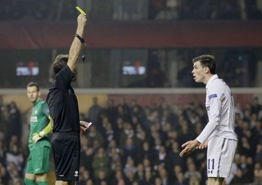 Tottenham Hotspur's Gareth Bale (R) is given the yellow card at White Hart Lane in east London, on March 7, 2013