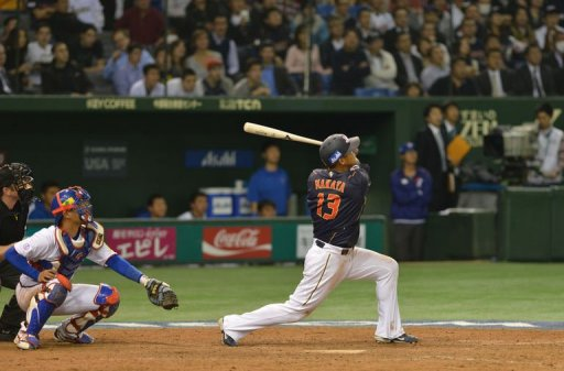 Japan's outfielder Sho Nakata (R) bats a timely sacrifice fly against Taiwan on March 8, 2013