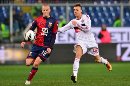 AC Milan's forward Stephan El Shaarawy (R) clashes with Genoa's defender Luca Antonelli on March 8, 2013