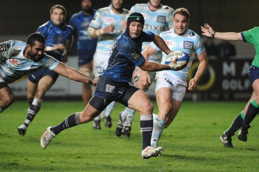 Montpellier's Paul Bosch (C) runs with the ball on March 8, 2013