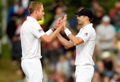 England's James Anderson (R) and Stuart Broad celebrate catching out New Zealand's Brendon McCullum, March 9, 2013