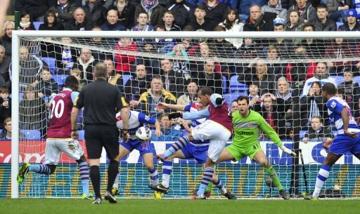 Aston Villa's English striker Gabriel Agbonlahor (C) scores at the Madejski Stadium in Reading, on March 9, 2013