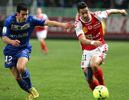 Troyes' defender Maxime Colin (L) clashes with Reims' midfielder Diego Rigonato on March 9, 2013 in Troyes