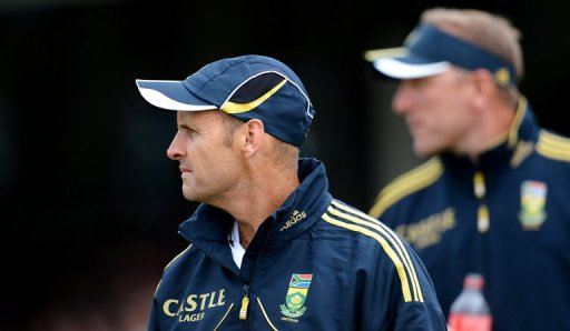 South African head coach Gary Kirsten (L) and bowling coach Allan Donald, pictured in Sydney, on November 3, 2012