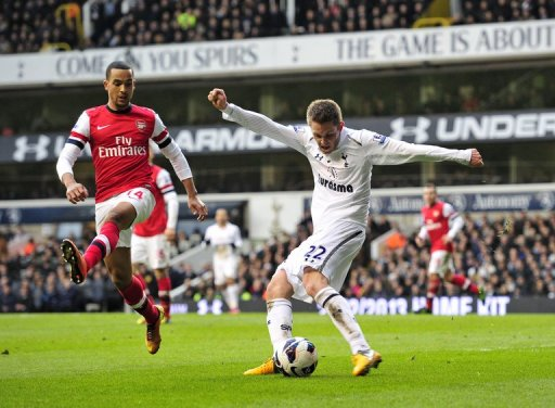 Tottenham midfielder Gylfi Sigurdsson takes a shot on goal against Arsenal on March 3, 2013