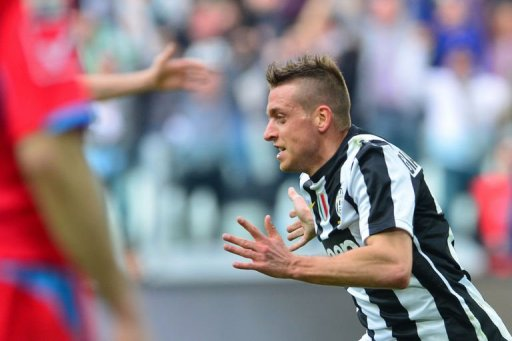 Juventus' Emanuele Giaccherini celebrates after scoring in Turin on March 10, 2013