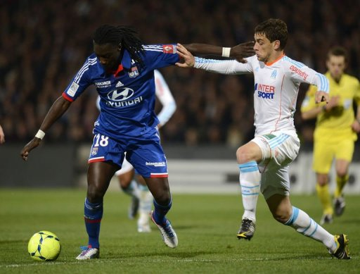 Lyon's Bafetimbi Gomis (L) vies for the ball with Marseille's Jeremy Morel on March 10, 2013 at the Gerland stadium
