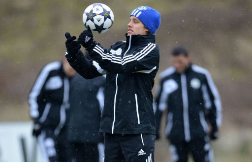 Schalke's Teemu Pukki warms up during a training session in Gelsenkirchen, western Germany on March 11, 2013