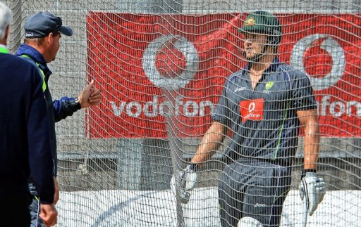 Mickey Arthur (2nd L) makes a point to vice-captain Shane Watson during a net session in Melbourne on December 25, 2012